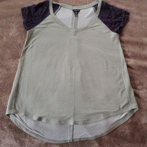 Torrid tee w/lace sleeves